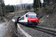 Das Komitee Zimmerberg light will diesen Tunnel durch einen neuen, doppelspurigen ersetzen. (Bild: Werner Schelbert)