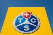 Le logo du TCS-Vaud est visible a l'entree du Centre Formation et Technique du TCS-Vaud ce mercredi 10 mai 2017 a Cossonay. Le TCS-Vaud et l'Association suisse des transports routiers ASTAG, ont officialise une nouvelle collaboration, par la signature d'une convention et l'etablissement du Centre de Competence Romandie de l'ASTAG a Cossonay. (KEYSTONE/Jean-Christophe Bott) (Bild: Jean-Christoph Bott / Keystone)