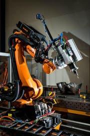 Dieser Industrieroboter wird liebevoll «Sophie» genannt. Auch «sie» hat am Samstag ihren Auftritt. (Bild: PD)