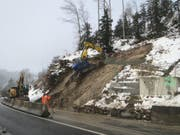 Nach dem Erdrutsch laufen die Bauarbeiten am Hirzel. (Bild: Baudirektion Kanton Zürich)