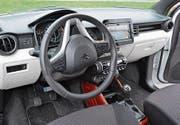 Übersichtliches Cockpit mit grossem Touchscreen. (Bild: Bruno Knellwolf)