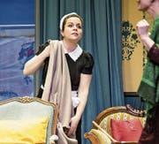 Sybille Meyerhans als Angestellte Iris im Stück «Laras Plan», zu dem die Eibeler Volksbühne lädt. (Bild: Manuela jans-Koch (Inwil, 5. April 2018))