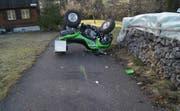 Ein Quadfahrer kollidierte mit einer Holzbarriere in Oberägeri. (Bild: Zuger Polizei)