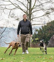 Martin Rütte holte alle seine Hunde aus dem Tierheim. (Bild: Klaus Grittner)