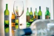 Die Durchfallquote bei Alkoholtestkäufen in der Zentralschweiz hat sich gegenüber 2011 kaum verändert. (Symbolbild) (Bild: Keystone)