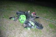Mit diesem Motorrad ist der Mann den Abhang hinunter gestürzt. (Bild: Kapo Uri)