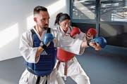 Pascal Egger (33) und Maria Fernanda Salvador (45) holten in Berlin den Karate-Weltmeistertitel.Bild: Nadia Schärli (Luzern, 1. Dezember 2016)