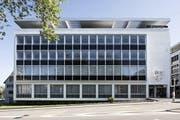 Die Zuger Kantonalbank (im Bild der Sitz in Zug) ist mit dem Geschäft 2016 zufrieden. (Bild: PD / Zuger Kantonalbank)