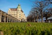 Von der Seepromenade nicht wegzudenken: das Hotel Palace in Luzern. (Bild Philipp Schmidli)