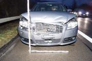 Der Schaden an einem von fünf in die Kollision involvierten Autos. (Bild: Zuger Polizei (Rotkreuz, 17. Januar 2018))