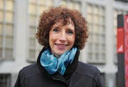 Ina Brueckel von der Zentral- und Hochschulbibliothek. (Bild: Corinne Glanzmann (Neue Luzerner Zeitung))