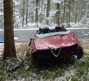 Nach dem Unfall war das Auto nicht mehr zu gebrauchen. (Bild: Luzerner Polizei)
