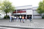 Das Schulhaus Wiesental in Baar soll neu gebaut werden. (Bild: Werner Schelbert / ZZ)