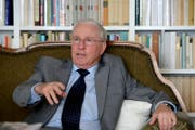 Christopher Blocher verhandelt mit der «Südostschweiz» (Bild: Nadia Schärli (Herrliberg, 17. Mai 2016))