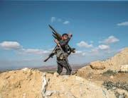 Ein Kämpfer der Freien Syrischen Armee auf dem Burseya-Berg in der nordsyrischen Region Afrin. (Bild: Emin Sansar/Anadolu/Getty (28. Januar 2018))