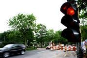 Ist das Signal auf Rot, fahren viele trotzdem noch durch die Baustelle (Symbolbild). (Bild Neue LZ)