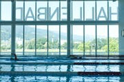 Das Hallenbad auf der Luzerner Allmend. Der Unfall ereignete sich im Nichtschwimmerbereich. (Bild: Remo Naegeli / LZ)