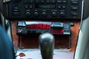 Ein Zähler in einem Taxi. (Symbolbild Christian Beutler / Keystone)