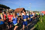 Startschuss für die erste Etappe der Mittwochabend-Laufserie GO-IN6WEEKS in Wauwil. (Bild: PD)