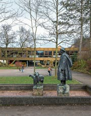 Abrisskandidat – oder doch nicht? Das Schulhaus Grenzhof. (Bild: Dominik Wunderli (Littau, 22. November 2016))