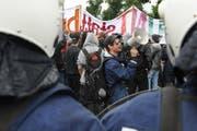 Polizei und Demonstranten: Diese Bilder soll es dieses Jahr an der Sempacher Schlachtjahrzeit nicht geben. (Bild Boris Bürgisser/Neue LZ)