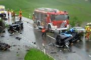 Bei diesem Unfall in Menzingen wurden am 1. Juni des vergangenen Jahres zwei Personen schwer verletzt. (Bild: Freiwillige Feuerwehr Zug)