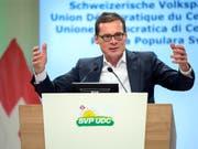 """Der SVP-Nationalrat und """"Weltwoche""""-Chefredaktor Roger Köppel griff die SRG vor den SVP-Delegierten in Confignon GE massiv an. (Bild: KEYSTONE/MARTIAL TREZZINI)"""