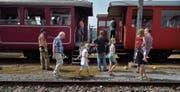 Eisenbahn-Fans am letztjährigen Remisenfest in Hochdorf. (Bild: Nadia Schärli (4. September 2016))