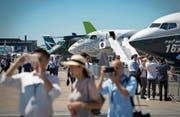 An der 52. Pariser Air-Show gibt es zahlreiche Neuheiten aus der Branche zu bestaunen. (Bild: Ian Langsdon/EPA (Le Bourget, 19. Juni 2017))