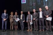 Die mit dem Dissertationspreis Geehrten mit den Dekanen, Rektor Bruno Staffelbach (vierter von links) und Universitätsverein-Präsidentin Doris Russi Schurter (zweite von links). (Bild: PD)