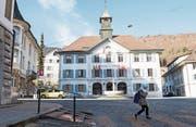Rathaus von Moutier: Für welchen Kanton schlagen die Herzen der Bewohner? (Bild: Keystone (3. Februar 2017))