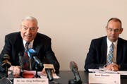 Die Luzerner Parteien begrüssen den Entscheid, das Arbeitsverhältnis mit Beat Hensler (rechts) im «gegenseitigen Einvernehmen» aufzulösen, links Untersuchungsbeauftragter Jürg Sollberger. (Bild: Keystone)