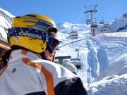 Ein Skisportler mit Helm im Ski-Gebiet Melchsee-Frutt. Bild Peter Appius/Neue LZ (Archiv)