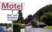 Die Eigentümer des «Motel Sihlbrugg» wollen ihre Liegenschaft nicht als Flüchtlingsunterkünfte zur Verfügung stellen. (Bild: Werner Schelbert (3. Juni 2016))