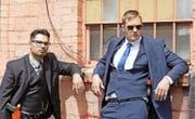 Good Cops? Nein, bad Cops: Terry Monroe (Alexander Skarsgård, rechts) und Bob Bolaño (Michael Peña). (Bild: Praesens-Film/PD)