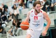 Michael Plüss ist Captain des NLA-Teams von Swiss Central Basket. Auf dem Bild ist er im Spiel gegen Union Neuchâtel vom vergangenen Oktober zu sehen. (Bild: Eveline Beerkircher / LZ (Luzern, 15. Oktober 2016))