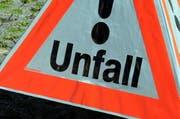 Der Lastwagen verlor dutzende Liter Hydrauliköl. (Symbolbild NZ)
