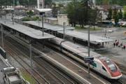 In Flüelen werden ab Mitte Dezember täglich in beiden Richtungen drei Eurocity- beziehungsweise Intercity-Züge halten. (Bild: Archiv Neue UZ)