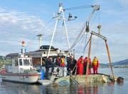 Das geborgene Boot. (Bild: Luzerner Polizei)