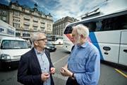 Die Metro-Initianten Marcel Sigrist (links) und Hans-Niklaus Müller am Schwanenplatz. (Bild: Pius Amrein / Neue LZ)