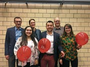 Die Kandidaten der SP Baar (von links): Thomas Guntli, Ronahi Yener, Simone Hutter, Zari Dzaferi, Lars Jaeger und Isabel Liniger. Es fehlen Alois Gössi und Carola Nowak. (Bild: Rahel Hug (Baar, 15. März 2018))