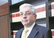 Raffael Weidmann in seiner Advokatur in Zug. (2015) (Bild: Werner Schelbert (Neue ZZ) (Neue Zuger Zeitung))