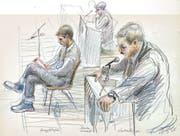 Der so genannte Todespfleger (links) und sein Verteidiger – gezeichnet während des Prozesses, der im Januar 2005 aufgrund des grossen Publikumsinteresses im Gemeindezentrum Gersag in Emmenbrücke stattfand. (Bild: Keystone)
