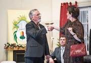 Xaver Arnold und Judith Erni im Stück «Guet Nacht Frau Seeholzer» des Theaters Schlierbach. (Bild: Manuela Jans-Koch (16. November 2017))