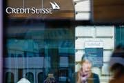 Eingang zum Hauptsitz der Credit Suisse am Paradeplatz. (Bild: Gianluca Colla/Bloomberg (Zürich, 23. Oktober 2014))