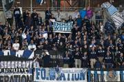 FCL-Fans unterstützen ihr Team im Fussball Super League Spiel zwischen dem FC Vaduz und dem FC Luzern am 13. August 2014 im Rheinpark Stadion in Vaduz. (Bild: Keystone)