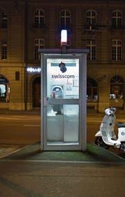 Ihre Tage sind gezählt: Swisscom-Telefonkabine. (Bild: Gaëtan Bally/Keystone)