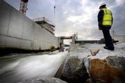 Im Kanton Luzern ist die zusätzliche Nutzung von Wasserkraft umstritten. Das Bild stammt vom Bau des Wasserkraftwerks Ettisbühl bei Malters Ende November 2010. (Bild: Pius Amrein/Neue LZ)
