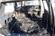 Der komplett ausgebrannte Lieferwagen. (Bild: Luzenrer Polizei)