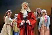Peter Schaller in der Rolle des Senators Giorgio Testaccio. (Bild Remo Inderbitzin/Neue SZ)